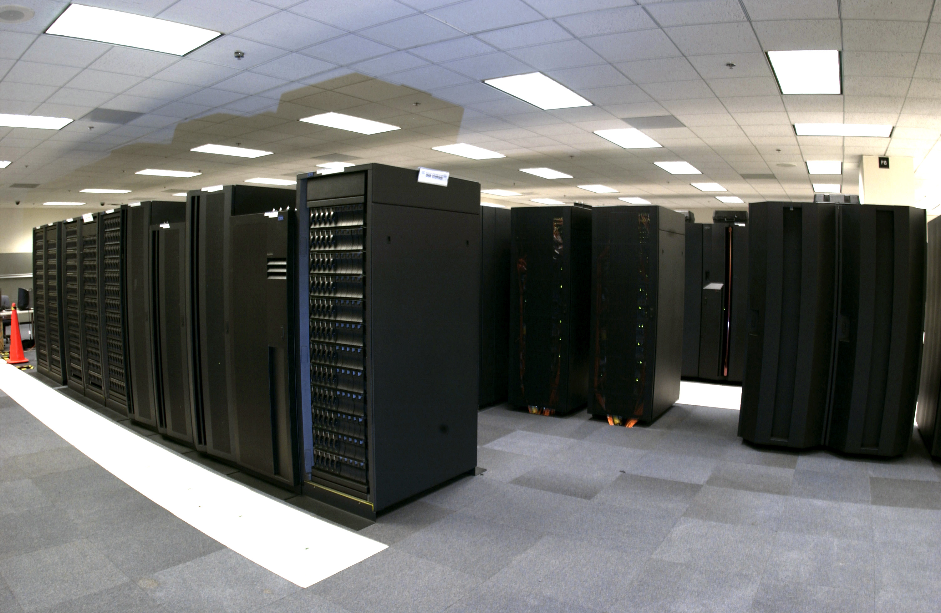 supercomputer-banks-noaa